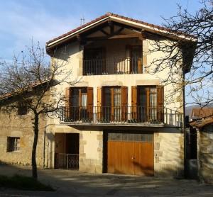 fachada casa Angoiko
